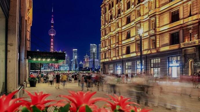 上海旅游節開幕,五位市民游客代表為南京路東拓路段開街