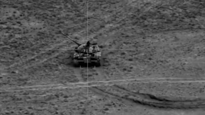 """""""右前方,穿甲彈,殲滅!""""西藏軍區戰斗演練炸坦克"""