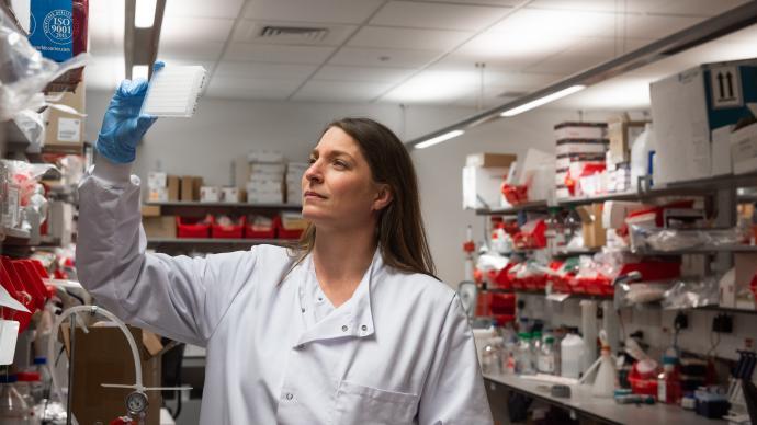 牛津大學將恢復英國所有臨床試驗站點的疫苗試驗