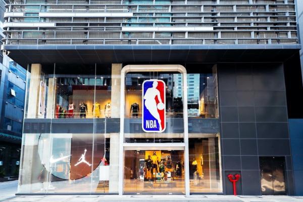 NBA广州旗舰店开业。