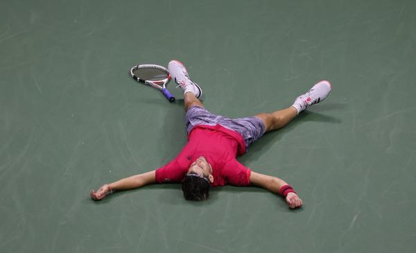 夺冠后,蒂姆直接瘫倒在地。