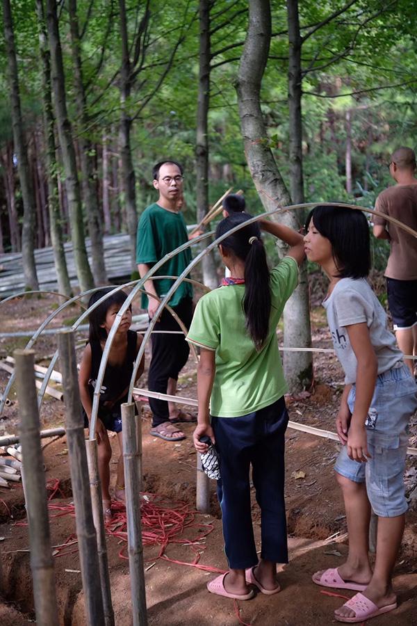 大元村孩子们搭建展品 本文图均为 受访者供图