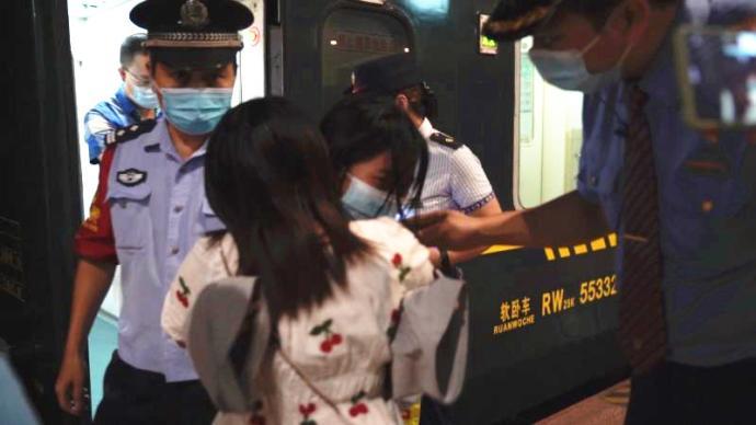 暖闻|柳州15岁少女乘火车离家出走,列车长耐心劝返