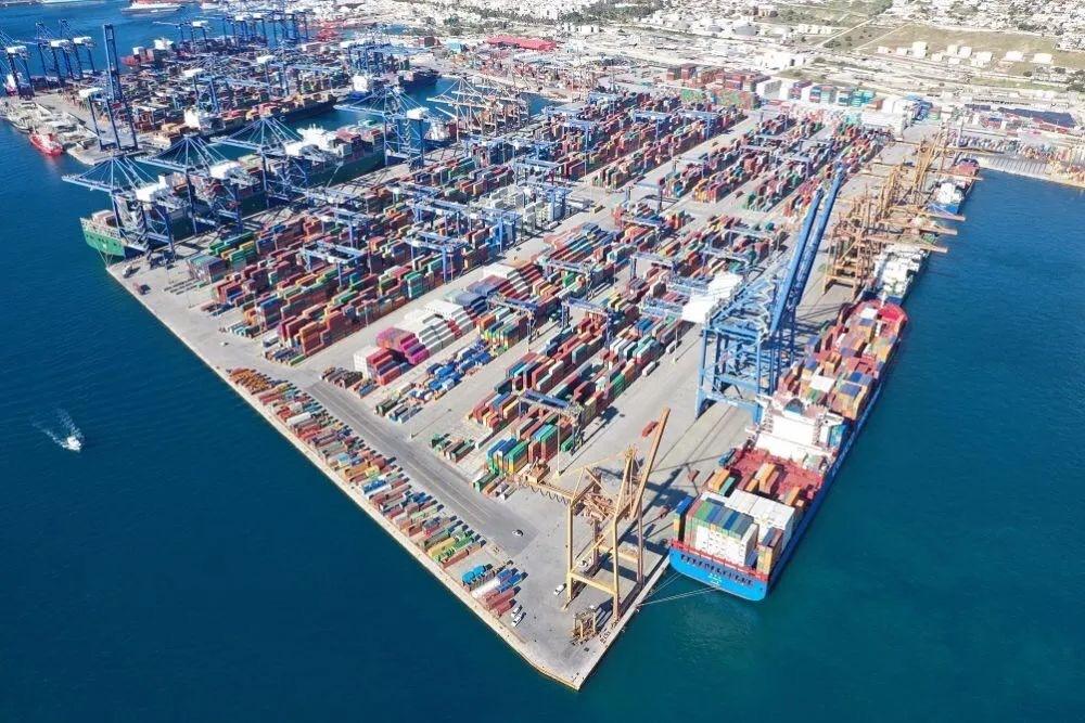 """中希两国共建""""一带一路""""的旗舰项目希腊比雷埃夫斯港"""