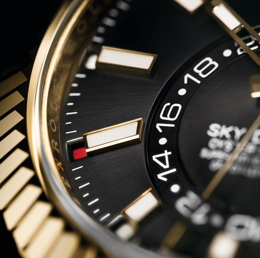 纵航者型配备RingCommand操纵系统,让佩戴者能够快速、便捷且安全地调校腕表的各项时计功能。