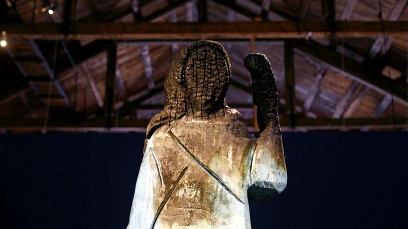 遭纵火的原雕像