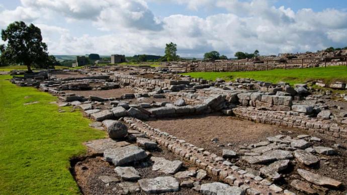 英国一考古遗址发现基督教文物:图案与文字可追溯至5世纪