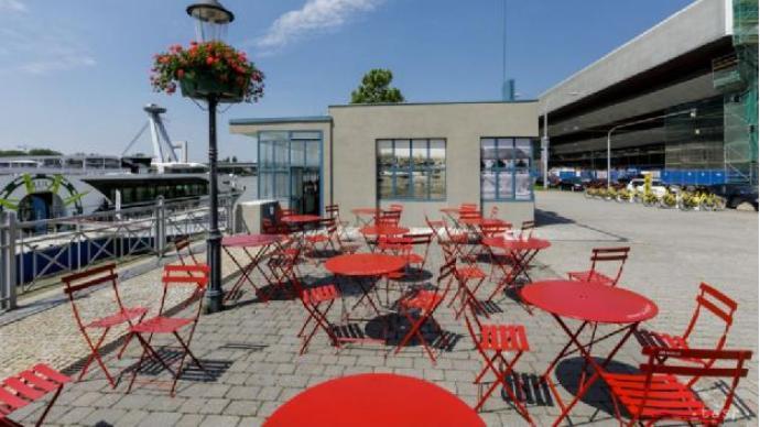 布拉提斯拉發:疫情下,被椅子輕撫的公共空間