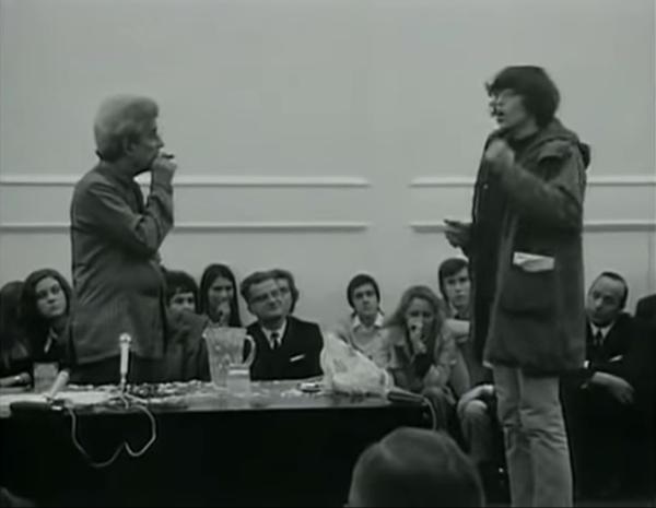 一名年轻的情境主义者破坏拉康的演讲,1972年。