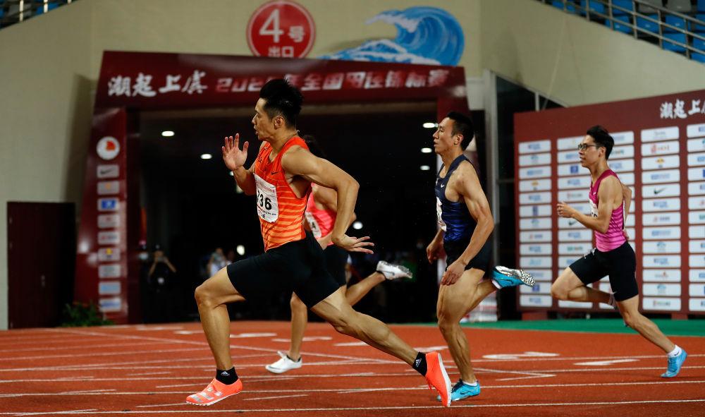 谢震业(前)在男子200米预赛。新华社记者王丽莉摄
