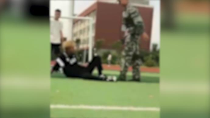 河南一教官操场上殴打学生,官方:责成第三方培训机构辞退
