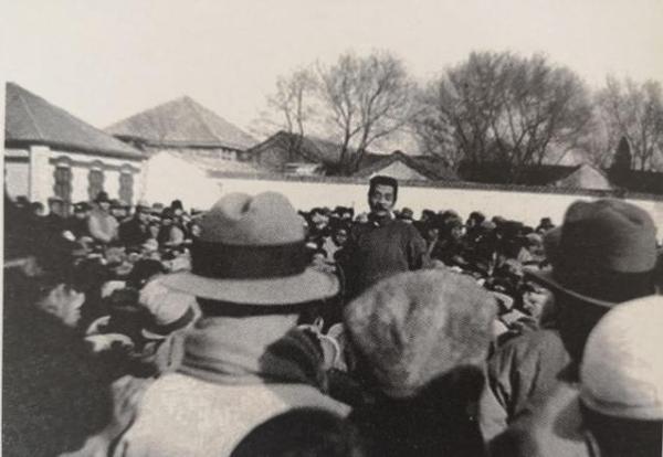 1932年11月27日,鲁迅在北京师范大学演讲。