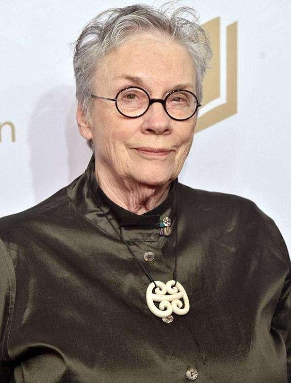 出生于1935年的作家安妮·普鲁(Annie Proulx)