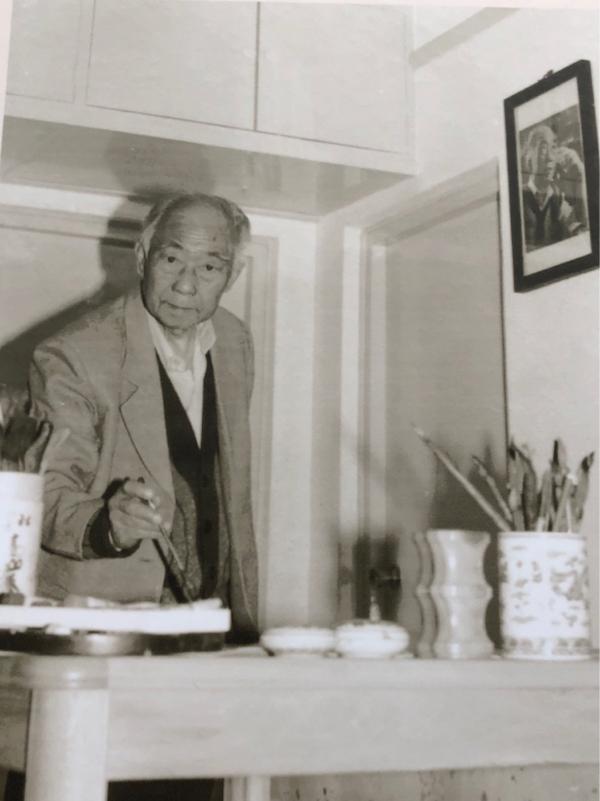 正在挥毫的汪曾祺(1920-1997)