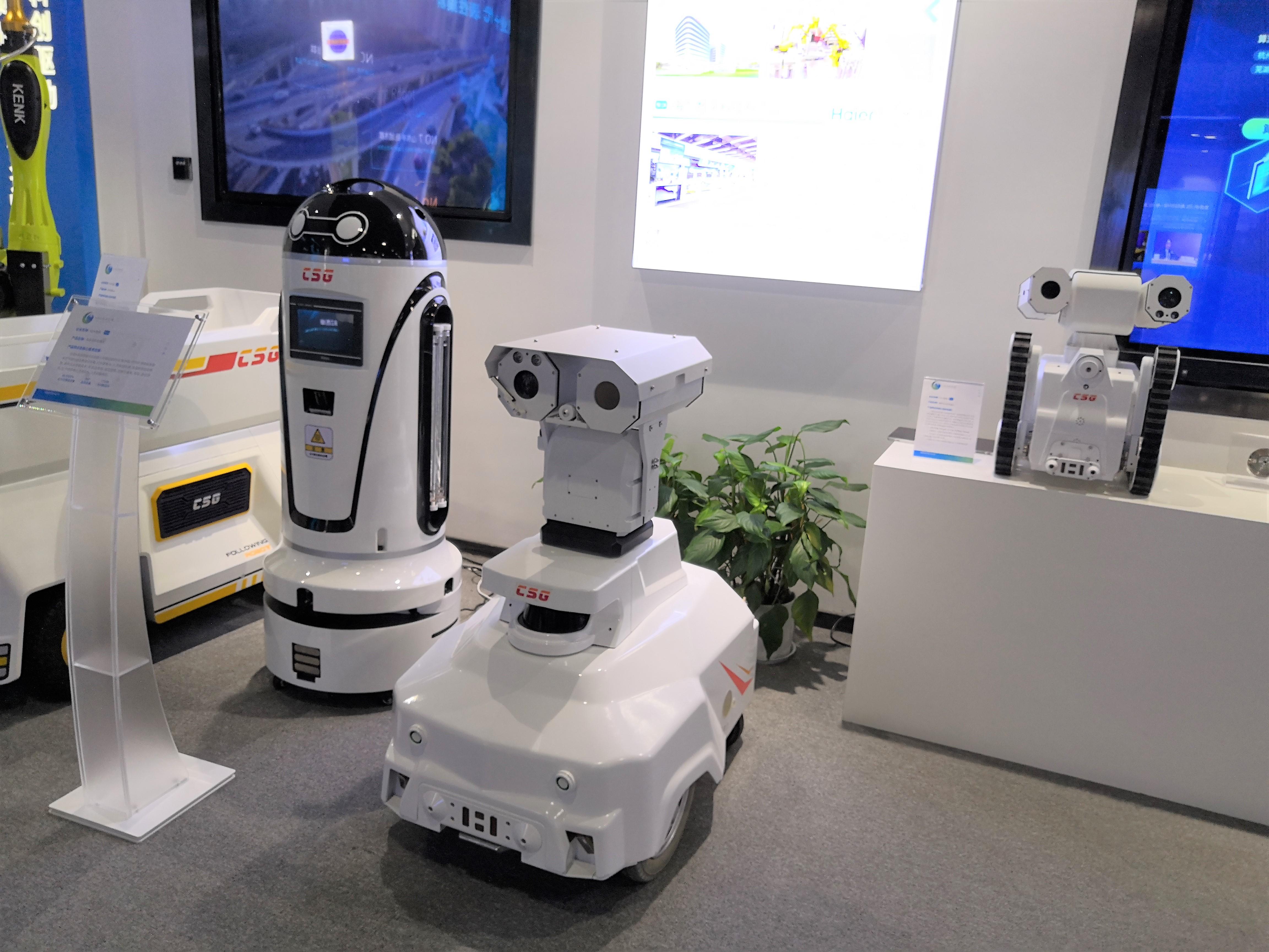 科大智能研发制造的机器人,分别应用于不同场景。澎湃新闻见习记者 陈悦 图