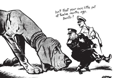 "<strong>忠犬</strong><BR/>在墨索里尼背后捅刀法国之前,他一直将意大利对欧战的政策形容为""不参战""。比起积极介入战争,这个政策更好地帮助了德国。美国在1941年之前推行的也是类似的有利于英国的""不参战""政策,或者说""非战争手段""。这幅漫画发表于1941年1月底,此时,美国国会已经就""H.R.1776"",即所谓的""租借法案""展开辩论,该法案规定,大幅增长的战争物资无须现付,便可运往英国。(图中右上角文字意为:""贝尼托,那岂不是你自己12个月前的小宠物狗吗?"")"