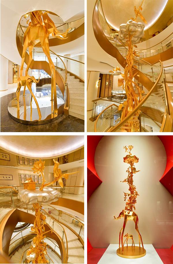 """老庙黄金在豫园商城的老庙景容楼文化旗舰店内,设立了一棵足有10.6米高且蕴含老庙五运内涵的黄金""""好运树""""。"""