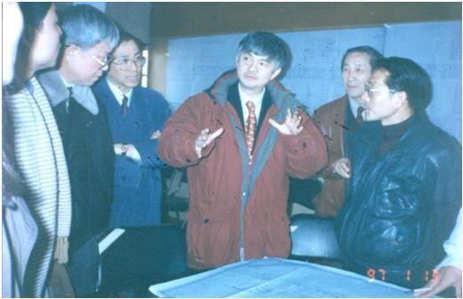 1997年,裴正康教授在上海时的工作照。