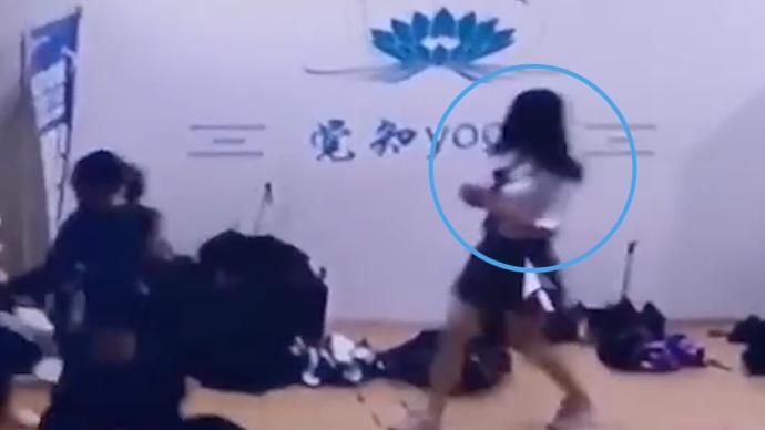 合肥警方:32岁男子扮女装企图混进高校女浴室,被行拘8日