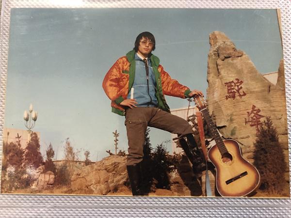 杨松发年轻时候的照片。 澎湃新闻记者 邵克 翻拍