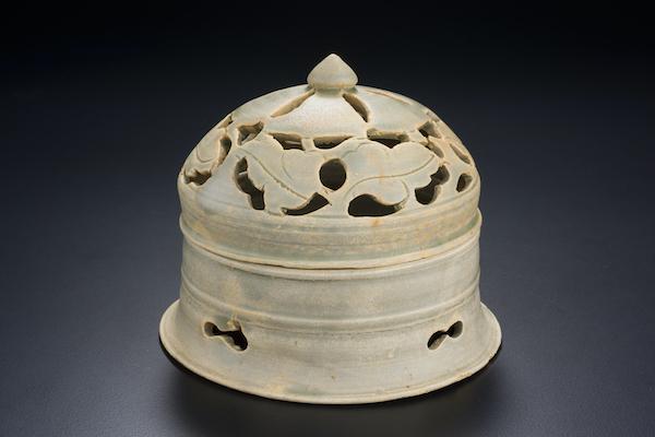 唐代 越窑青釉镂空熏炉 新加坡亚洲文明博物馆藏