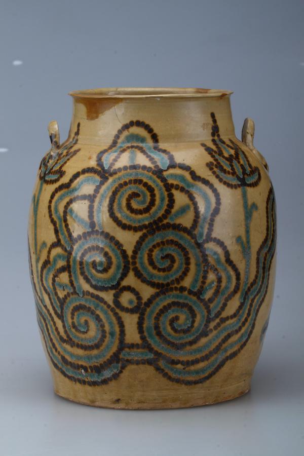 唐代 长沙窑青釉褐绿点彩云纹双系罐 扬州博物馆藏