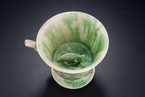 白釉绿彩贴塑鱼纹吸杯 新加坡亚洲文明博物馆藏