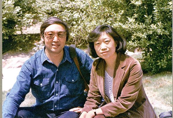巴金女儿李小林(右)是冯骥才的文学知己。图片来源:巴金故居
