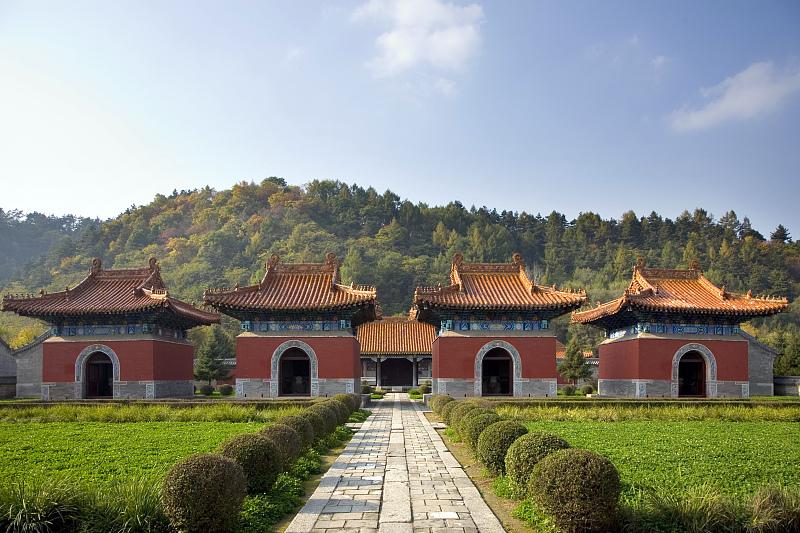 清永陵在建筑形制、布局、造型、工艺上都有自己的建筑特点和艺术特色。