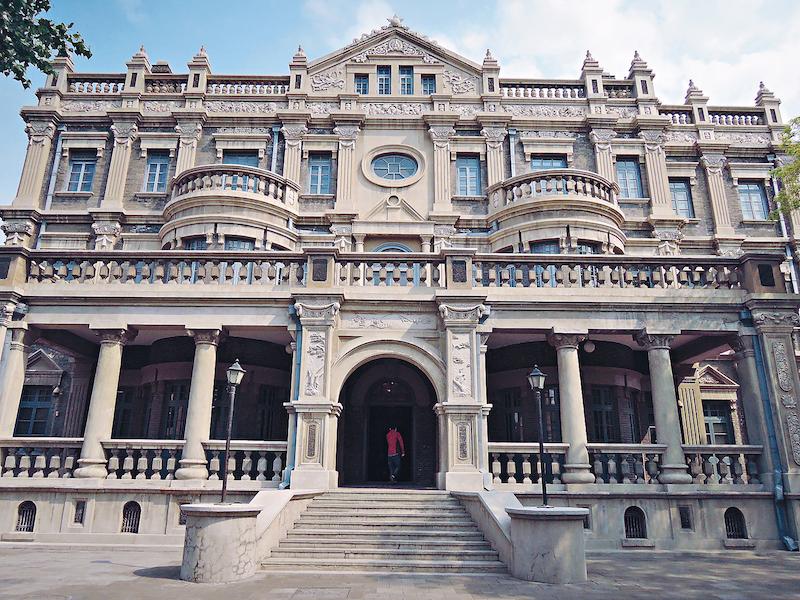大青楼是张氏帅府的标志性建筑,建于1918年-1922年,为仿罗马式建筑。
