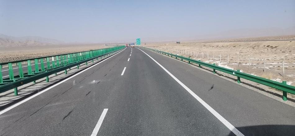 谢琳驾车奔向新疆援助。 本文图片均为受访者提供