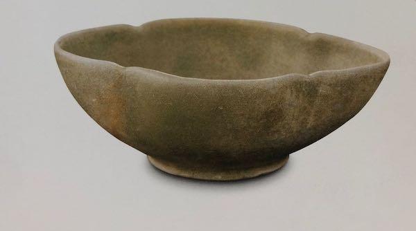 唐代 越窑青釉海棠式碗 新加坡亚洲文明博物馆藏