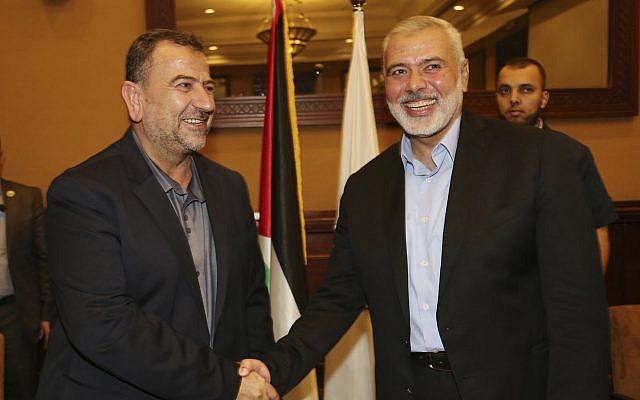 阿鲁里(左)与巴勒斯坦哈马斯领导人哈尼耶 央视新闻 图