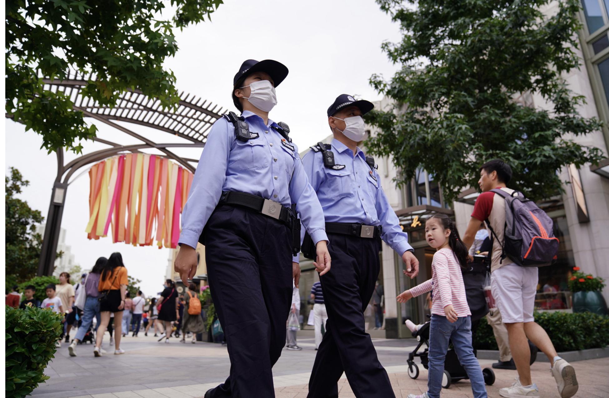 截至10月3日14时,上海国际旅游度假区今日客流已达5.5万人次。 来源:浦东公安