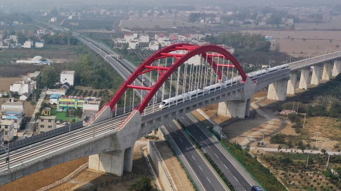 坐高鐵看中國丨商合杭高鐵:助力扶貧提速,致富之路門前過