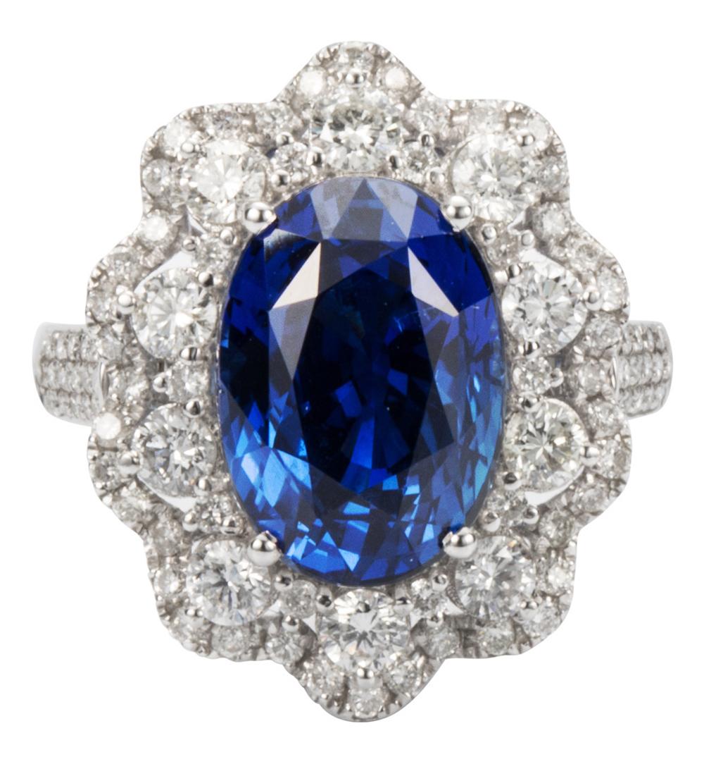 10克拉克什米尔矢车菊蓝无烧蓝宝石,市场价格为2500万-3000万元人民币,巴基斯坦珠宝始饰家族企业Winza将在第三届进博会上中国始发该宝石。本文图片均由受访者供图