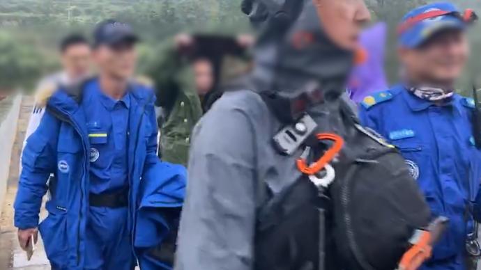"""貴州8名驢友""""野漂""""被困,救援人員10小時解救"""