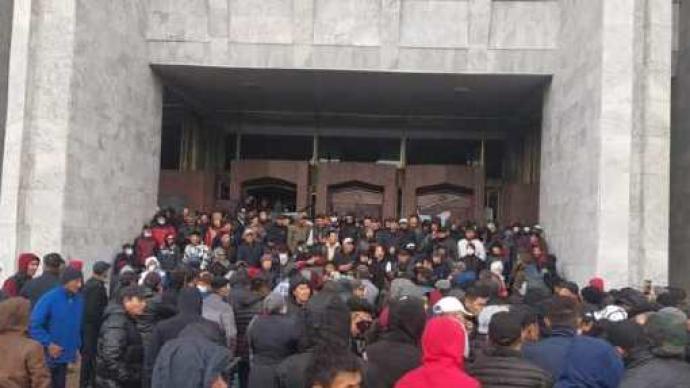 吉爾吉斯斯坦反對派將組建新政府,總統稱將盡快恢復國內和平