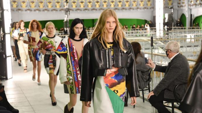 巴黎时装周压轴,LV把时尚界拉回正常轨道的步子又前进一步