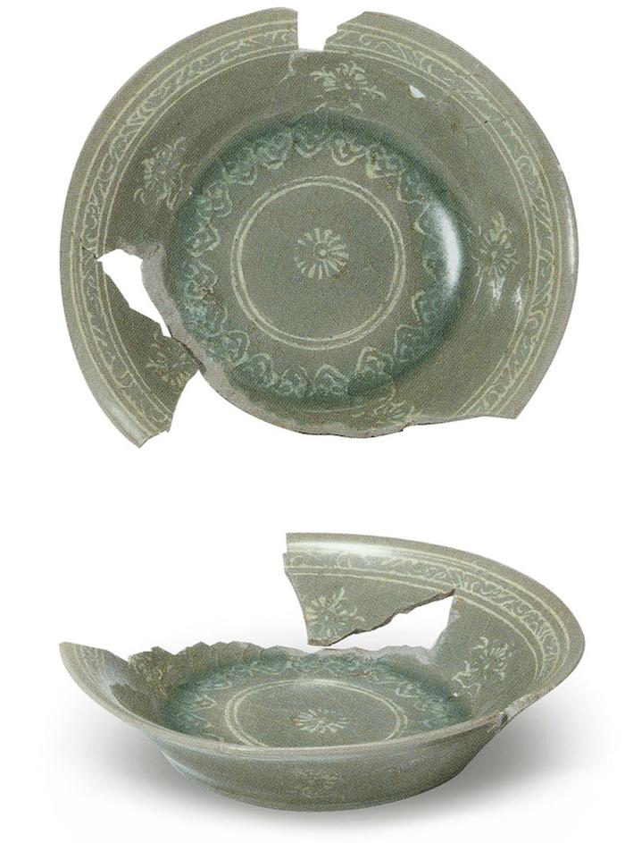 〔图七〕高丽明宗智陵出土的镶嵌青瓷盘 韩国国立中央博物馆藏<BR/></p>????采自韩国国立中央博物馆:《 高丽王室?陶磁器》