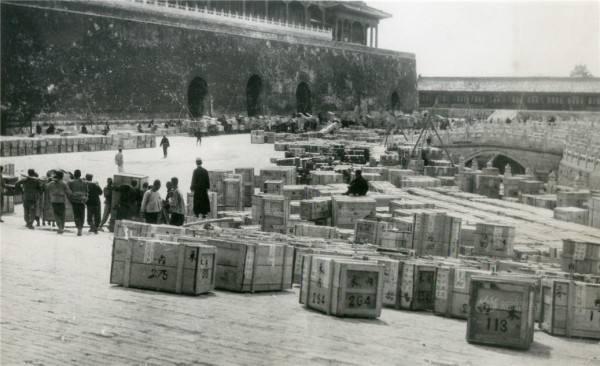 1930年代,从故宫博物院装箱准备南迁的文物
