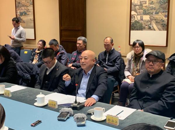 故宫博物院内的学术会,王旭东(左三)在发言