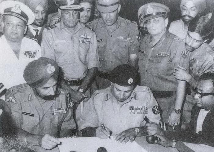 1971年东巴基斯坦军队投降,印度停火,孟加拉国成立
