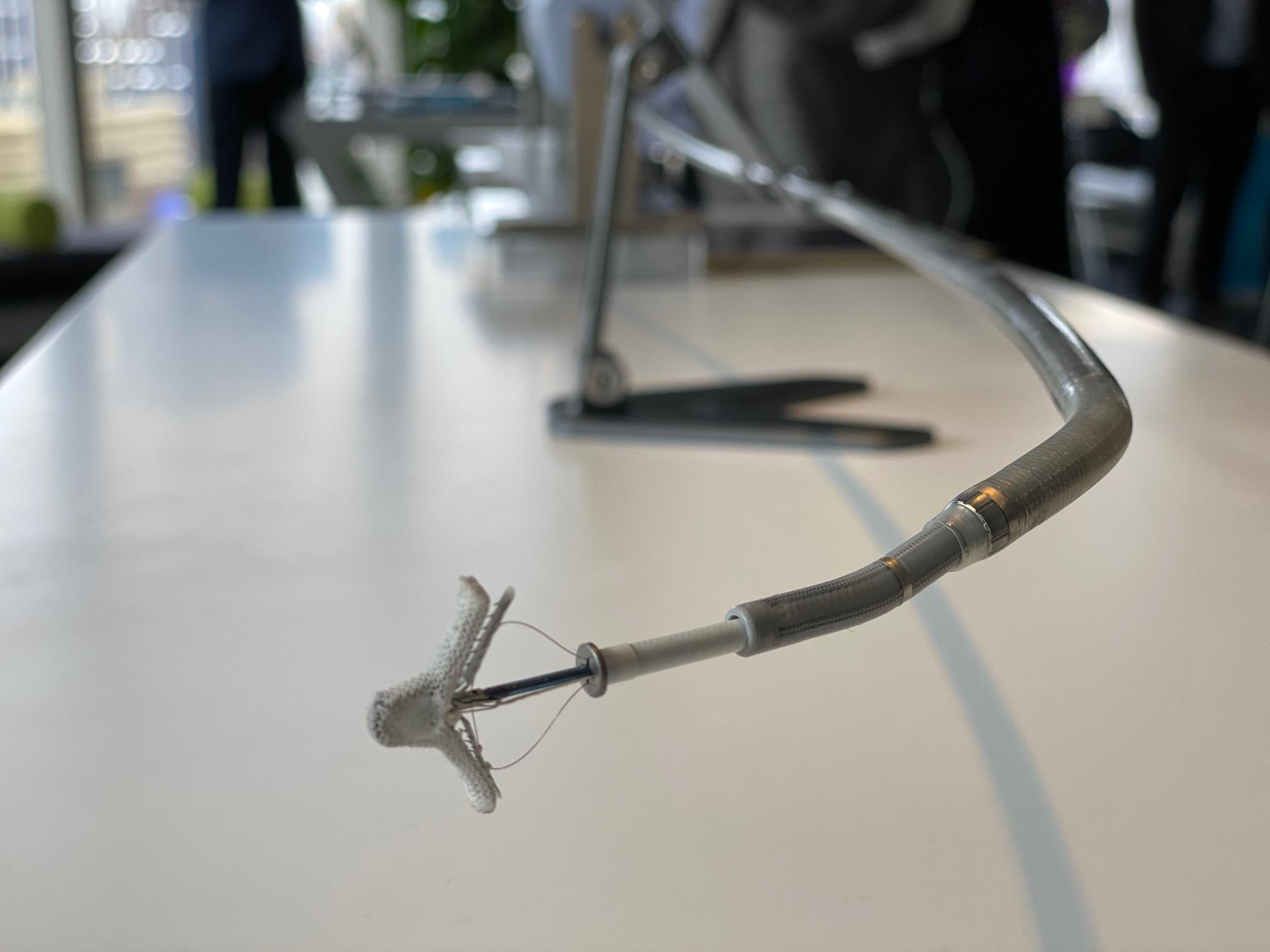 全球始款采用导管技术的微创二尖瓣返流治疗器械澎湃讯息记者 俞凯 图
