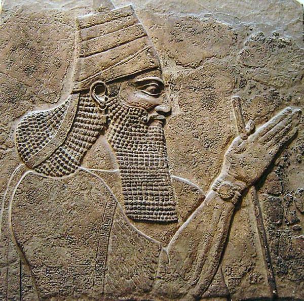 征服了亚兰-大马士革王国的亚述王提革拉·毗列色三世(Tiglath-Pileser III)像,现藏大英博物馆