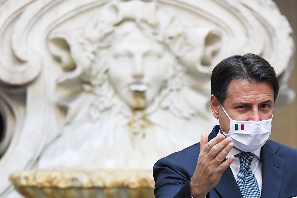 当地时间10月13日,意大利罗马,意大利总理孔特出席新闻发布会,并发表新防疫法令。