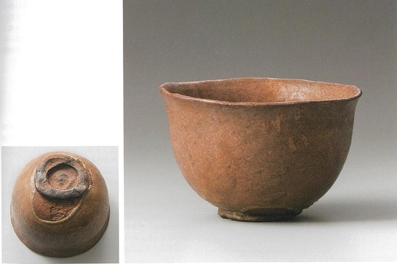 """长次郎作""""道成寺""""(赤茶碗),十六世纪,私人藏,图片来自乐美术馆监修《楽歴代》"""