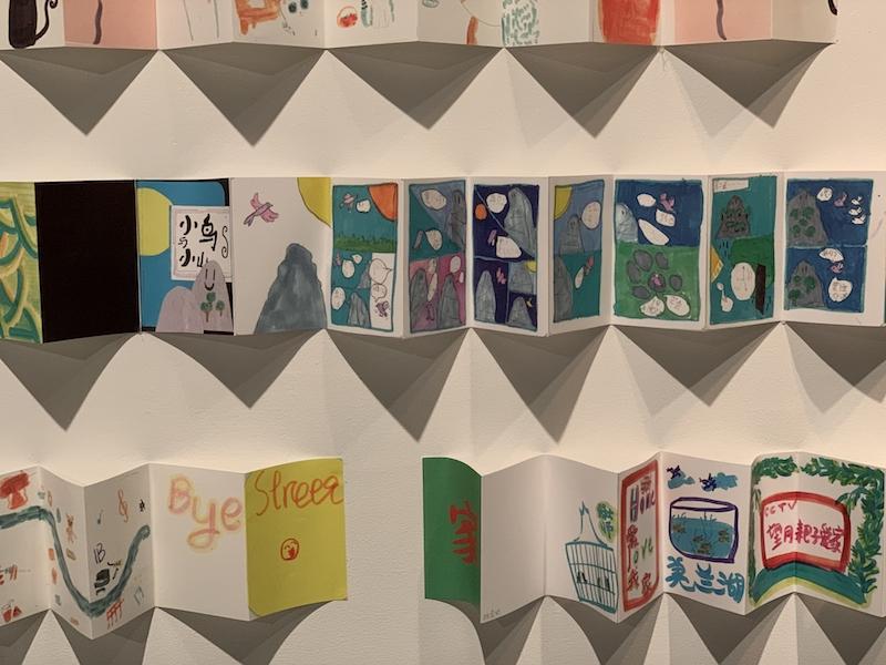 《喜鹊与岩石山》的故事,被小宝小友人改编为《小鸟和小山》