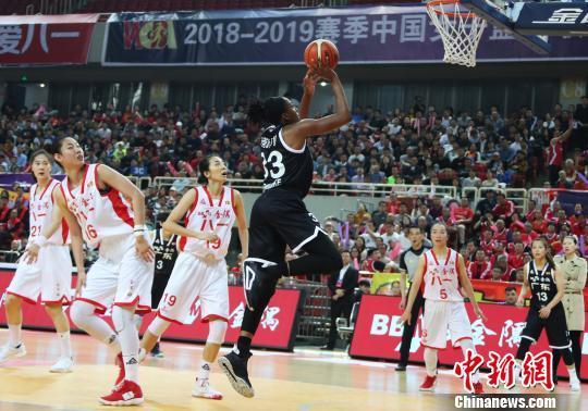 八一女篮名字也在赛季开始前夕被从WCBA赛程中抹去。刘占昆 摄