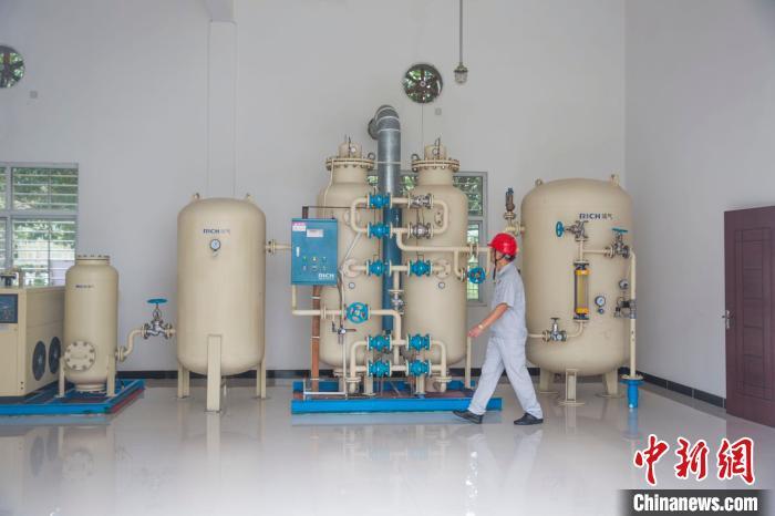 图为中储粮粮库智能气调技术体系中的氮气气调装置。中储粮供图